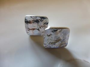 Square shaped reticulated studs
