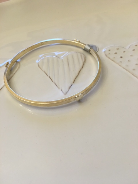 Single bangle with 3 silver hearts attached